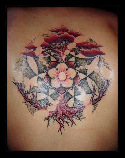 arbre de vie arbre rouge et violet fleur de vie lumi re tatouage sur dos sharplines contact. Black Bedroom Furniture Sets. Home Design Ideas