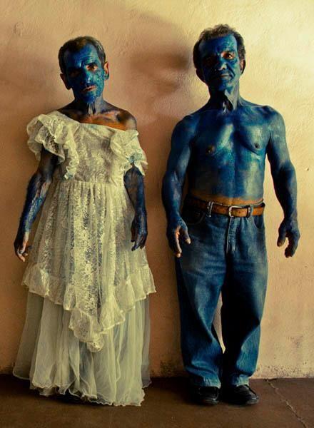 DESIDERIO   Desiderio è nato nel 1978 a Milano. Vive e lavora in provincia di Terni.  http://www.artcompanyitalia.com/artisti/4/desiderio/