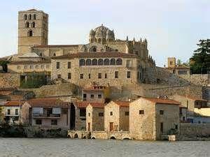 Vista de la catedral de Zamora, una de las catedrales románicas más importantes de España.