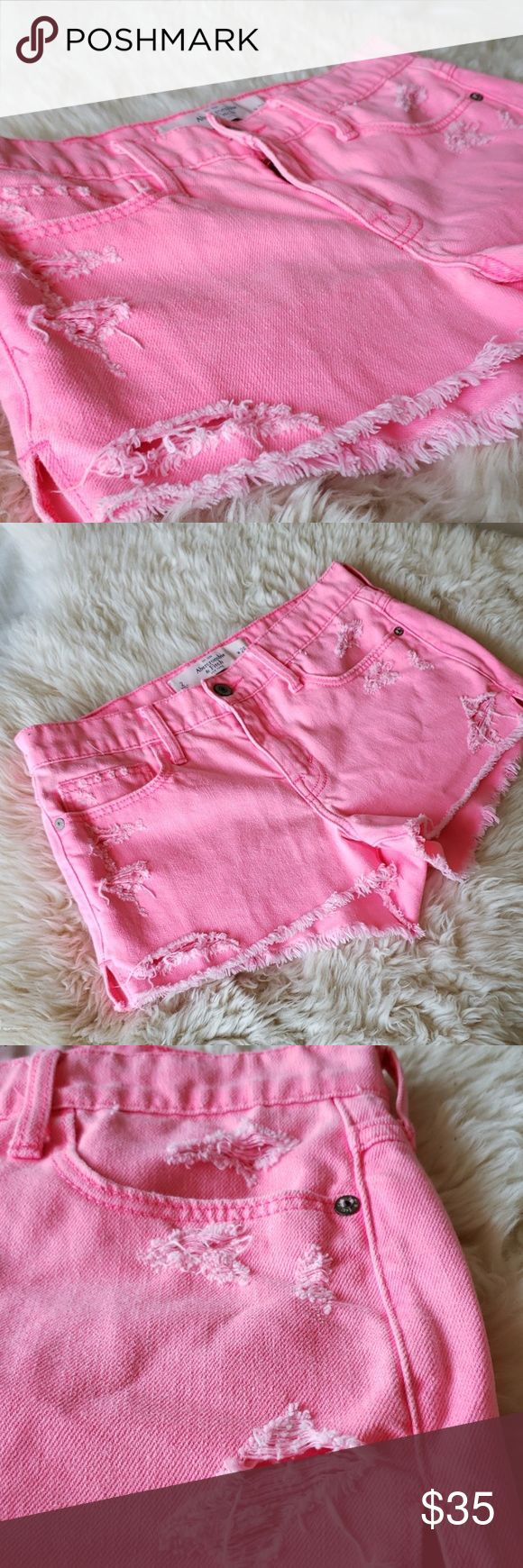 A & F Jeans-Shorts in Pink und Distressed-Optik Super süße Jeans-Shorts in Pink und …  – Woven Webb Boutique