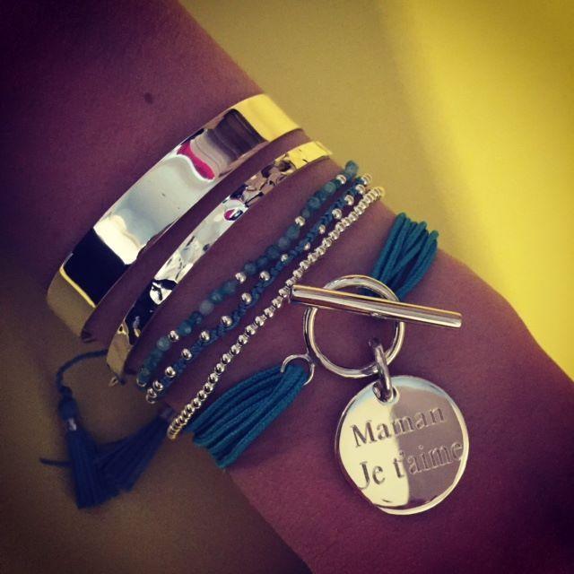 Composition de bracelets turquoise et argent - l'Atelier d'Amaya #bijoux #jonc #médaille #personnalisation