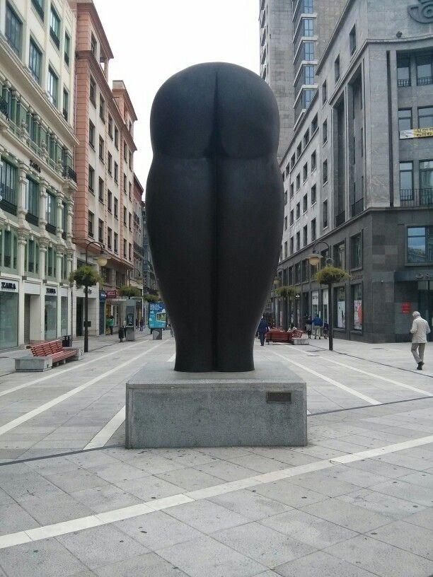 En oviedo nos encontramos con estatuas muy curiosas - Muebles en oviedo asturias ...