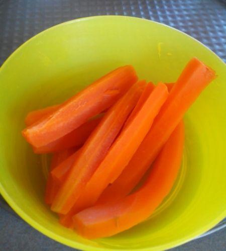 Bâtonnets de carottes cuites à croquer