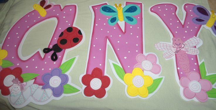 Nombre en foamy decoracion de habitaciones para ni os for Decoracion en pared para ninos