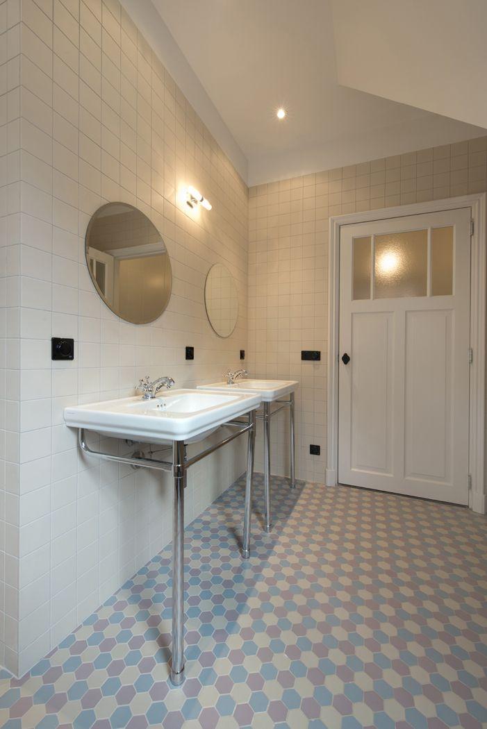 Meer dan 1000 idee n over witte tegels in de badkamers op pinterest betegelde badkamers witte - Tegel rechthoekige badkamer ...
