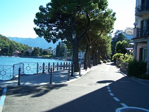 The promenade on the poets bay