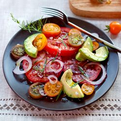 Tomato Avocado Onion: Avocado Salad, Tomatoes Salad, Amazing Vegetarian, Avocado Onions, Summer Salad, Healthy Food, Vegetarian Cooking, Heirloom Tomatoes, Vegetarian Recipes