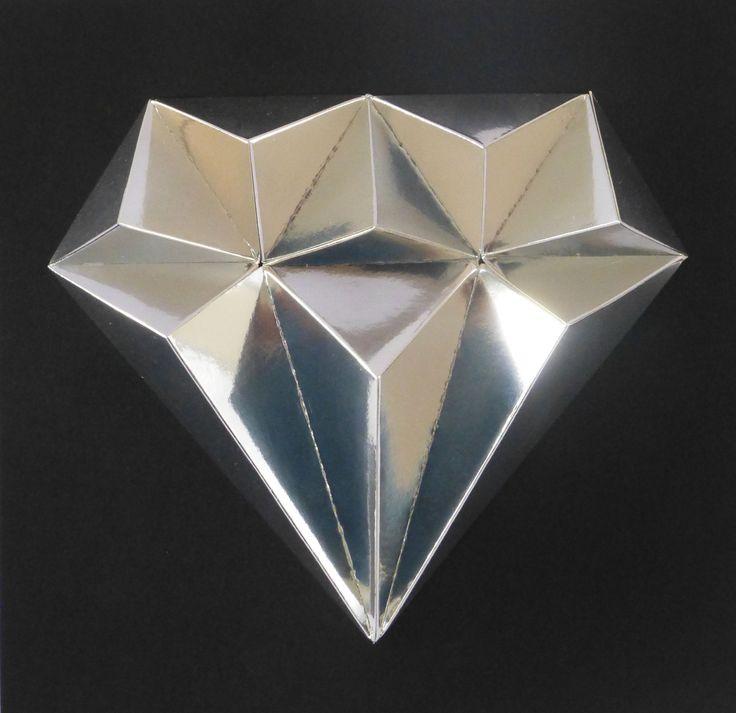 Royal+DIAMOND+S+malou+trochou+snažení,+slož+si+drahé+kamení.+Budete+potřebovat:+nůžky,+lepidlo,+pravítko,+troch+času+a+trpělivost+Obtížnost:+lehká+Velikost+:+21x21x3cm+Obsah:+5+dílů+-+instrukce+Doporučujeme+:+k+lepení+zrcadlových+papírůpoužijte+univerzální+lepidlo+(např.UHU)+Pro+naše+2,5D+modely+používáme+...