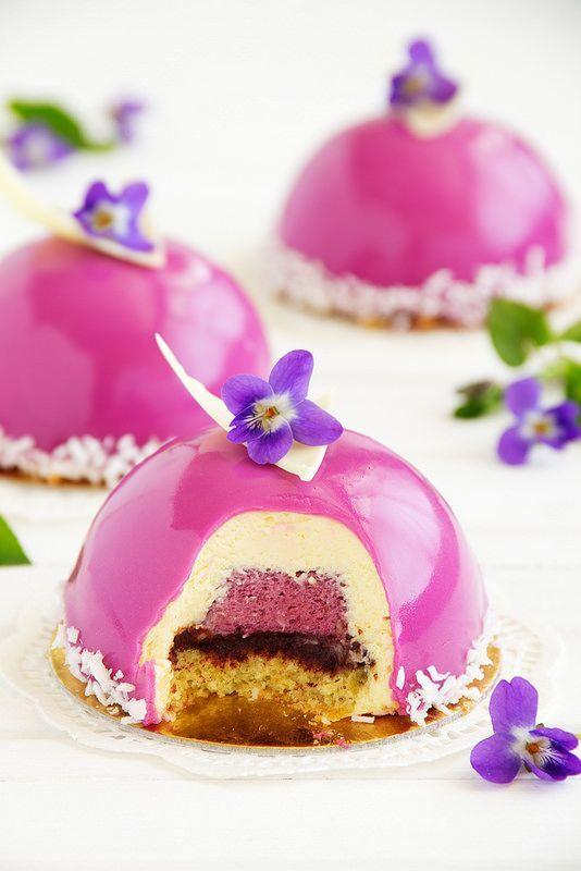 Hace un tiempo te mostramos de qué se trataban las tortas espejadas que estaba practicamente rompiendo Instagram. ¡Miralas!