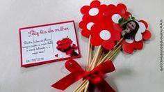 Dia 08 de Março comemoramos o dia Internacional da Mulher. E a ideia de hoje é para tornar esse dia ainda mais especial, uma lembrança que pode ser dada às namoradas, mães, sogras, amigas, etc. É uma alusão de um buquêde flores, com a foto da pessoa presenteada entre as flores, e o cartãozinho dizendo que entre todas as flores, és a mais bela! Vamos a montagem... MATERIAL NECESSÁRIO MOLDES Molde em branco, caso queira escrever outra mensagem: Eu imprimi meu molde em uma folha de papel…