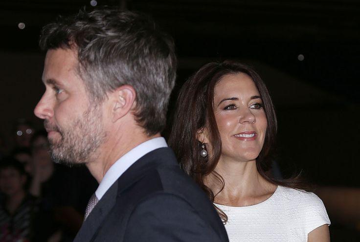 En casa. Federico de Dinamarca y su mujer, la princesa Mary, continúan su viaje de cinco días al país natal de la consorte. Allí se les ha visto en la Ópera de Sidney, donde se celebró un almuerzo.