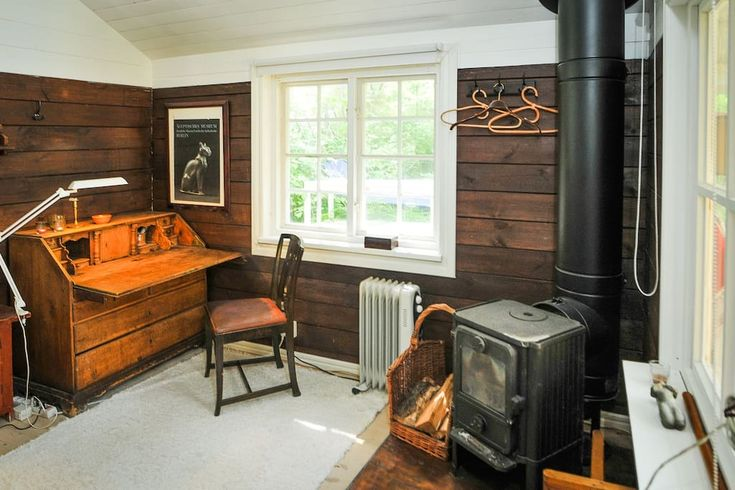 Cabin in Lidingö, Sweden. Cozy little house, suitable for a time of work or a retreat getaway. 130 meters to the fiord . Tennis. Hikes. Ferryboat to the underground or 15 min by car to City, 2 km walk from the bus. Small garden. (Check the Studio Cabin if you want larger s... - Get $25 credit with Airbnb if you sign up with this link http://www.airbnb.com/c/groberts22
