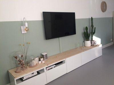 Binnenkijken bij dbarnas - Besta meubel met houten planken geeft je tv meubel een persoonlijke en warm tintje.