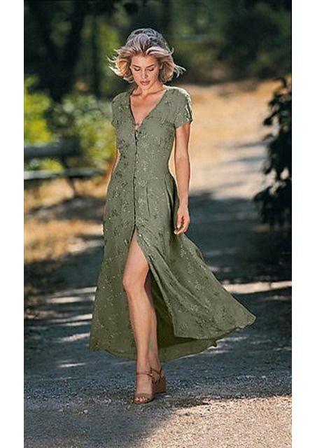 Платье. Это женственное платье станет Вашим летним фаворитом. Изысканная цветочная вышивка добавляет модели изящность. Сплошная планка с пуговицами спереди визуально вытягивает силуэт. Ленты-завязки сзади регулируют ширину в области талии. Длина ок. 136 см.