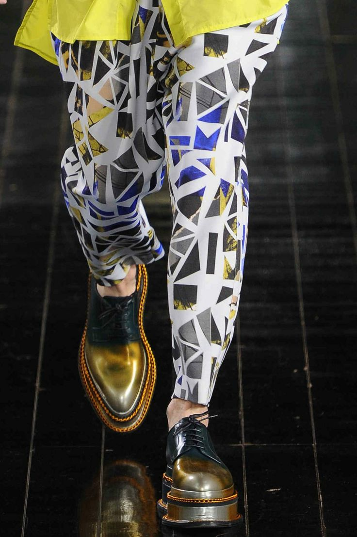 Did you see the shattered prints and stacked-sole footwear at the #JohnGalliano menswear show? We love!