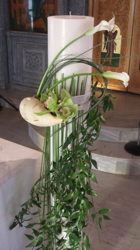 Στολισμός λαμπάδας γάμου με μεγάλο κοχύλι και λουλούδια ορχιδέας και κάλλες.
