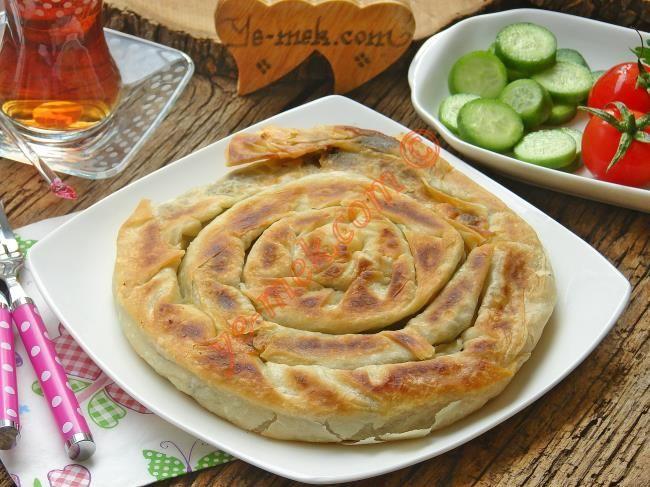 Tavada Ispanaklı Kol Böreği