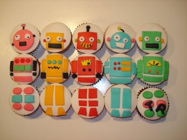 Robot Cupcakes! Have a girl who can make cupcakes like this!