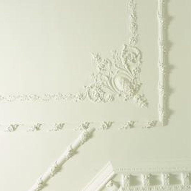 How to add beautiful Victorian-style plaster designs to the ceiling in your home. DIY