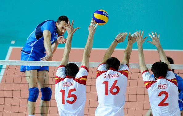 El Voley explicado. Algunas de sus reglas básicas http://www.amantesdeldeporte.com/voley/reglamento-basico-del-volleyball.html