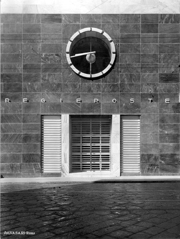 Palazzo delle Posta di Napoli. Giuseppe Vaccaro