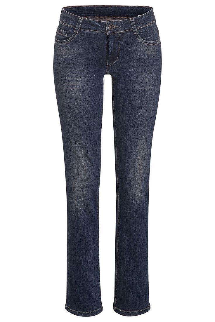 Die authentisch verwaschene Jeans von MORE & MORE mit ausgeprägten Sitzfalten kann klassisch mit Blazer und Hemdbluse fürs Office gestylt werden, aber auch leger mit rustikalem Strick und Boots. Material: 98% Baumwolle, 2% Elasthan...