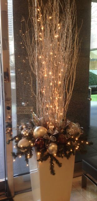 Planter Christmas decoration in Houston – #Christmas #décoration #Houston #lumi…