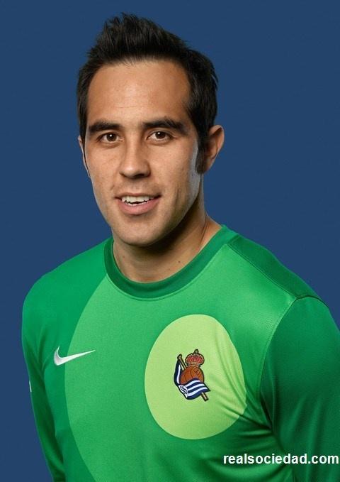 Claudio Andrés Bravo Muñoz · Portero.