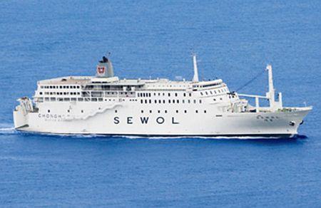韓国南西部・珍島沖で沈没した客船「セウォル号」=木浦海洋警察署提供、撮影日不明(AFP=時事) ▼21Apr2014時事通信|改造で重心が上部に=不安定構造、転覆の一因か-韓国客船事故 http://www.jiji.com/jc/zc?k=201404/2014042100446 #Sewol