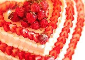 オレンジでデコレーションするウェディングケーキのデザインまとめ | marry[マリー]