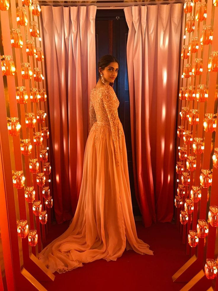 Mesmerizing beauty Sonam Kapoor at Cannes 2017.