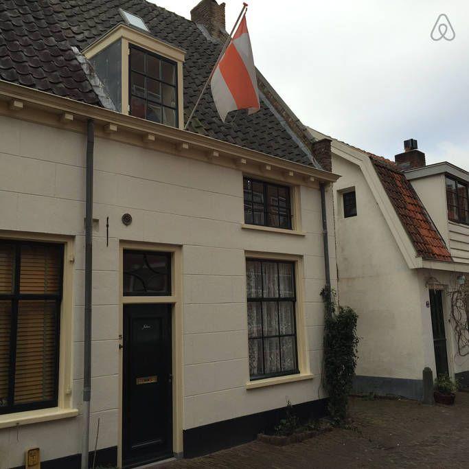 Amersfoort | 5 guests - €135 or €580 per week https://www.airbnb.com/rooms/5313558?s=AQRG