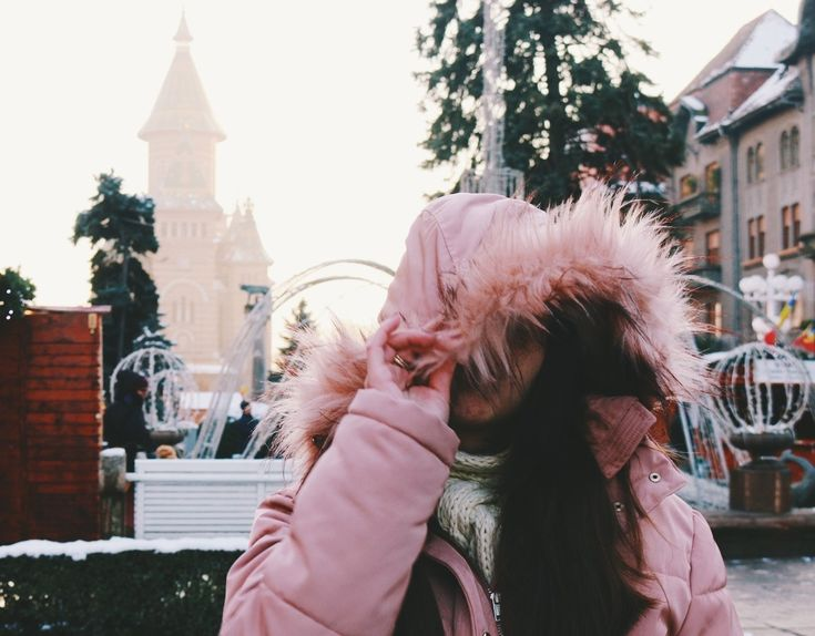 The things I can't change are the reasons you love me. #winter #puffercoat #sundaywalk #wintermarket #winterfair #pinkjacket #drakelyrics #pufferjacket #fauxfurhood #timisoara #cold #weather