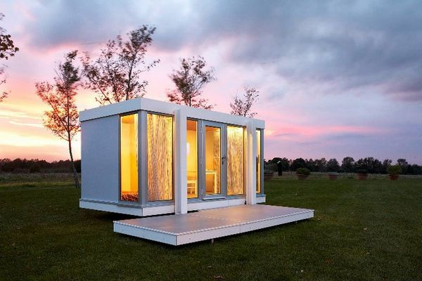 Taking a lead from the Modernist movement, the Illinois cubby house is sleek, unfussy and quite frankly, plain marvellous! #architecture #design