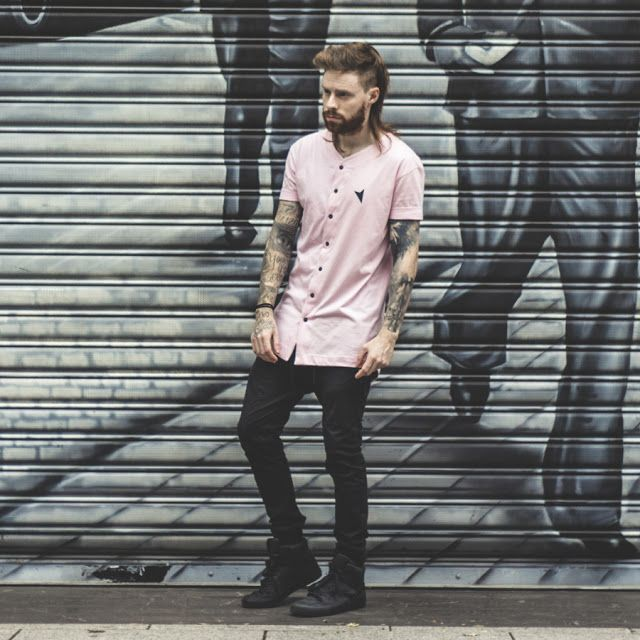 jersey t shirt, camiseta jersey, réveillon 2017, looks masculinos réveillon 2017, street style, jogger pants, calça jogger, camiseta rosa masculina, camiseta baseball, rosa quartzo, quartzo, quartz rose, supra vaider all black, coloral, calça skinny, skinny pants, skinny jogger, tattoos, men style, ruivo, red hair,right here, right here company, redhead