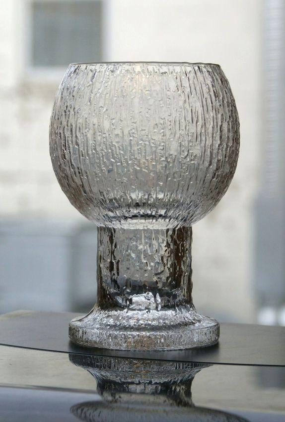 Stor og vakker vase i MEGET bra stand- Iittaka Finland- KEKKERIT design Timo Sarpaneva. Dette er garantert ekte Kekkerit- ingen kopi- H= ca. 19 cm...Dia=oppe= 10 cm.....Vekt ca. 1 kilo