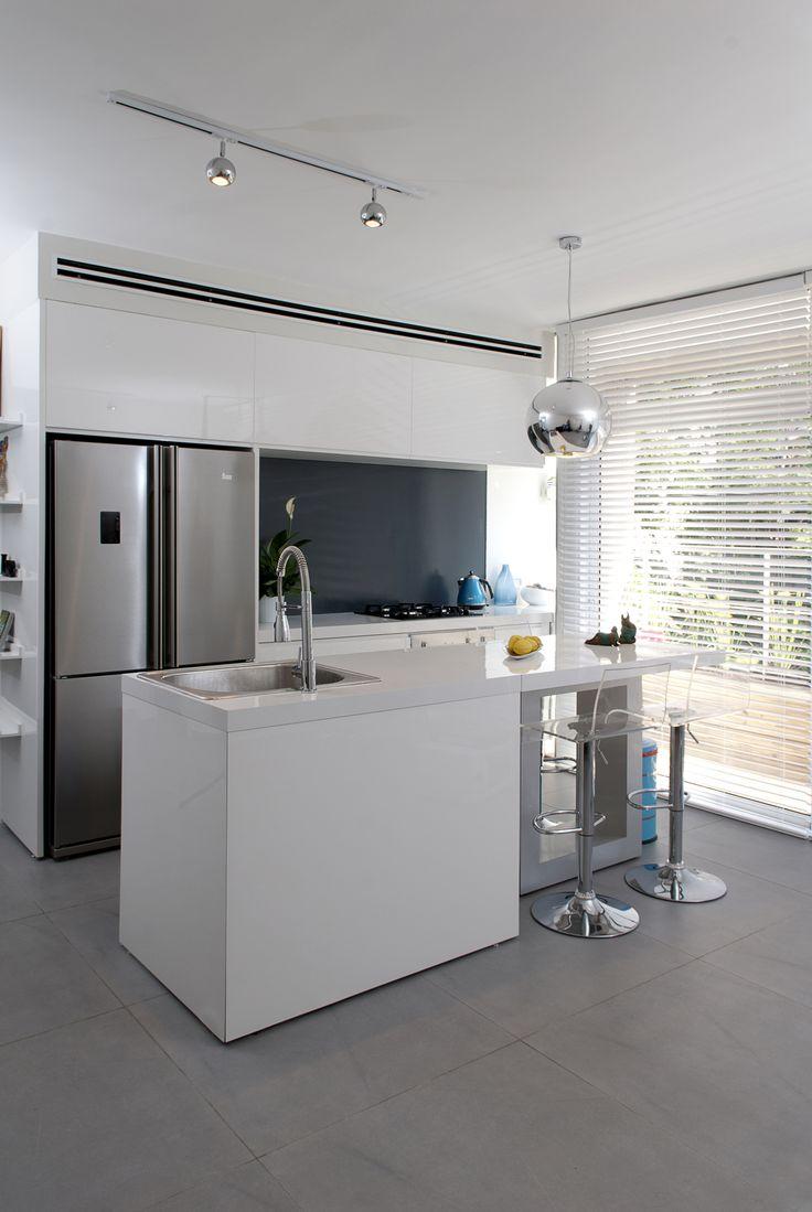 small funcional modern kitchen