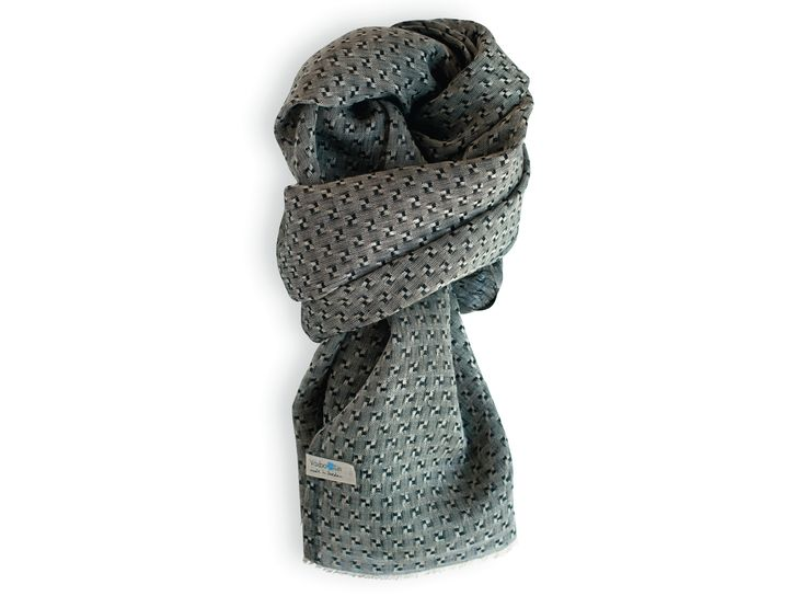 Black shawl made of pure linen. Made in Sweden. Unisex. Good enviromental choice.