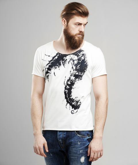 Scolopendra t-shirt. More on www.selvastore.com