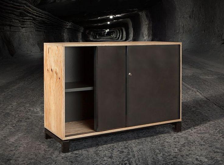 ALEO.pur шкаф-купе со сплошной ручкой такого же дизайна и металлическим каркасом идеально дополняет стол и конференц-стол.