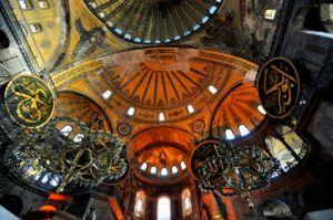 Ayasofya'nın tarihte en ilgi çekici yanı, yaratmış olduğu yeni mimari tarzıdır.