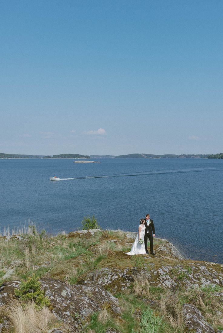 sommar bröllop kimito Finland. Summer wedding portrait by the sea in the finnish archipelago. Julia Lillqvist | Ninni and Einar | Kimito bröllopsfotograf | http://julialillqvist.com