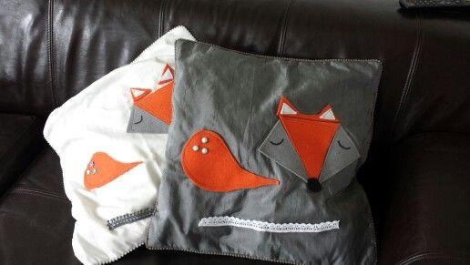 Mr.& Mrs. Fox!  Twee herfstige kussens voor op de bank.