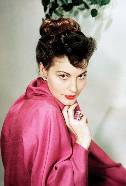 Ava Gardner looking radiant in cherise pink, 1940s. #vintage #1940s #actresses