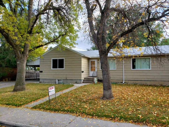 2 Bed 1 Bath Apartment On Lower Level Billings Mt Rentals 3631 Spacious Two Bedroom Basement Two Bedroom Apartments Apartments For Rent Large Living Room