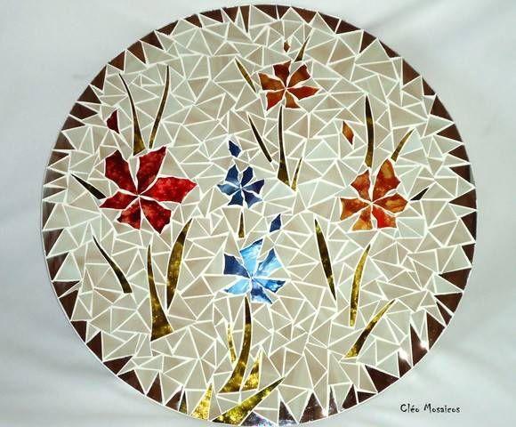 Mandala para Decoração de Paredes  Trabalho em Mosaico de Vidro e Espelhos. Base em MDF. Possui furo atrás para fixação.  Obs.: Produto para uso em Ambiente Interno. Não expor ao calor e á umidade. R$ 264,90