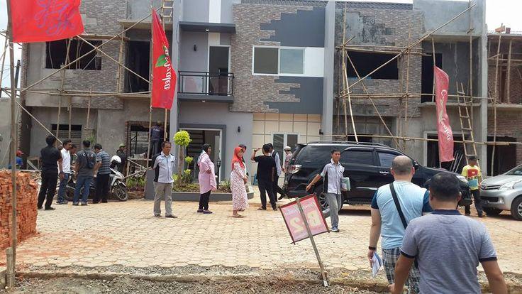 Dari Total 14 Unit Rumahnya Kini Sisa 1 Unit Rumah lagi, Nich....Ada yang Minat ??? PM Kami ----> Email: hunian.idamanku@gmail.com | https://www.linkedin.com/pulse/rumah-mewah-murah-casa-azalea-bintaro-laris-manisdari-hunian-idamanku