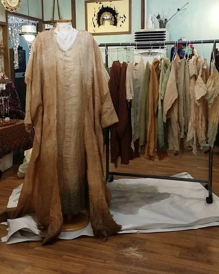 """좋아요 30개, 댓글 1개 - Instagram의 Jaeyoung Yang(@yang.jaeyoung)님: """"YEDO Costume Design. 자연을 닮은 색이 잘 나왔다. 이제 막바지인 KBS다큐촬영. 잘 마무리하고 신나게 쉬자. #KBS1 #한국사기 #염색…"""""""