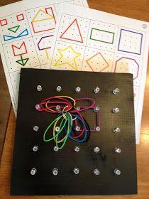 Con las formas escritas en inglés en los diferentes colores de las gomillas