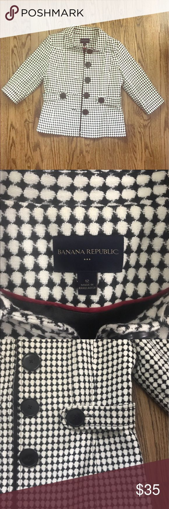 Banana Republic 3/4 sleeve blazer This Banana Republic blazer is perfect for spring or summer with its 3/4 sleeves. The large black buttons and black/ivory print give it a mod retro feel. Banana Republic Jackets & Coats Blazers